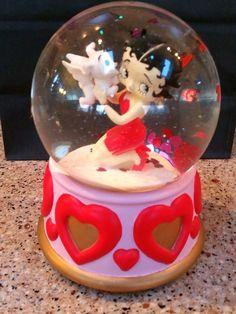 "2001 Betty Boop San Francisco Music Box Company Snow Globe/  ""Puppy Love""!"