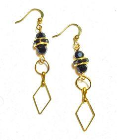 Le chouchou de ma boutique https://www.etsy.com/ca-fr/listing/264274920/boucles-doreilles-metal-or-pierre-noir