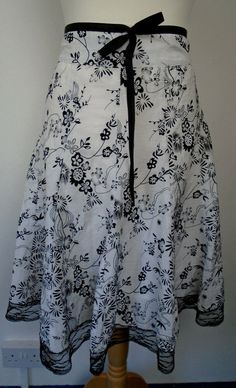 Style; Flight Tracker Boden Size 6p Petite Skirt Lined Beaded Embroidered Gray Grey A Line Neon Floral Fashionable In