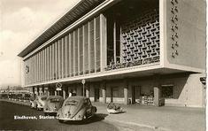 Station Eindhoven, architect Koen van der Gaast (1956), http://www.eindhovenfotos.nl/ns_station_eindhoven.htm.