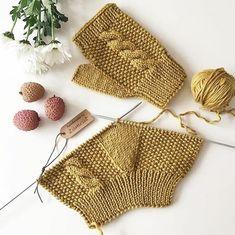 Manusi croşetate – Handarbeit – R .K - Crochet Fingerless Gloves Knitted, Crochet Gloves, Knitting Socks, Crochet Lace, Knitted Hats, Baby Knitting Patterns, Bonnet Crochet, Beanies