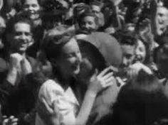 italiani festeggiano l'arrivo degli alleati--ITALIA LIBERA
