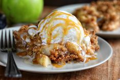 The addition of graham cracker crumbs into the topping of this Apple Crisp is a fun and flavorful addition. It's the perfect fall dessert 13 Desserts, Apple Desserts, Delicious Desserts, Dessert Recipes, Yummy Food, Fruit Recipes, Awesome Desserts, Fruit Dessert, Health Desserts