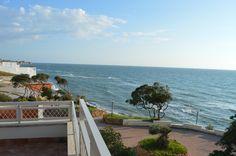 Proponiamo la vendita di una Villa sul Mare in complesso residenziale da cui si può apprezzare la natura a 360°. La proprietà si pone su due livelli. Prezzo: €365.000.