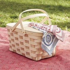 Relax in style outside with beach accessories and picnic supplies from Crate and Barrel. Browse picnic baskets, dinnerware, linens, chairs, games and more.