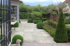 Inspiring Interiors: Belgian Architecture and Interiors Garden Paving, Garden Pool, Garden Plants, Outdoor Areas, Outdoor Rooms, Boxwood Landscaping, Landscaping Ideas, Landscape Design, Garden Design