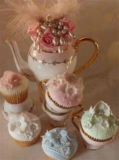 """"""" (via Cupcakes♥Mini cakes) """" Pretty Cupcakes, Beautiful Cupcakes, Elegant Cupcakes, Pastel Cupcakes, Gold Cupcakes, Decorated Cupcakes, Flower Cupcakes, Cupcake Art, Cupcake Cookies"""