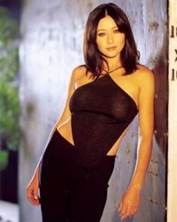 """Shannen Doherty as Prue in """"Charmed"""" (TV Series) Serie Charmed, Charmed Tv Show, Holly Marie Combs, Fashion Tv, 2000s Fashion, Shannen Doherty Charmed, Charmed Sisters, Rose Mcgowan, Actrices Hollywood"""