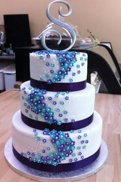 so pretty. Maybe a forest green cake with blue flowers?'