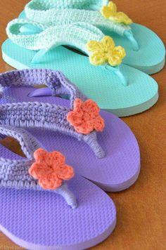 Flower Child Flip Flops Crocheted Plastic Flip by SpoolsInLove - no pattern but shouldn't be hard to figure out. Crochet Sandals, Crochet Boots, Crochet Slippers, Crochet Baby, Knit Crochet, Knitting Projects, Crochet Projects, Knitting Patterns, Crochet Patterns