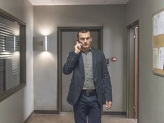 Rupert Friend in Homeland Peter Quinn Homeland, Homeland Season 4, Rupert Friend, Damian Lewis, Favorite Tv Shows, Movies And Tv Shows, Persona, Movie Tv, Military Jacket