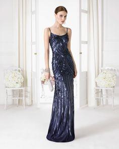 Vestido azul con brillos y espalda descubierta. Código: 9u2c9