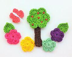 6 apliques flores, árbol y mariposas en ganchillo- 6 handmade Crochet flowers, tree and butterfly appliques- 6 appliques au crochet-