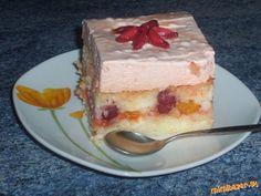 Czech Recipes, Russian Recipes, Russian Pastries, Borscht Soup, Famous Drinks, Sour Cream Sauce, Appetizer Plates, Seafood Dishes