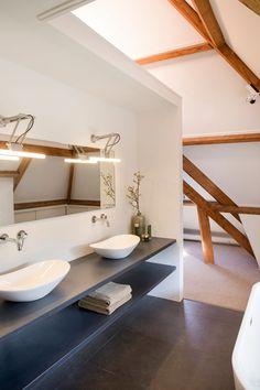 Dark Bathrooms, Bathroom Taps, Ensuite Bathrooms, White Bathroom, Modern Bathroom, Small Bathroom, Design Bathroom, Design Kitchen, Bathroom Ideas