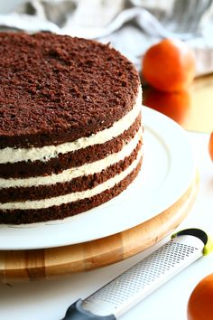 Raikas appelsiinimousse ja suklaakakkupohja ovat täydellisiä yhdessä Finnish Recipes, Party Buffet, Cake Cookies, Vanilla Cake, Bakery, Deserts, Goodies, Brunch, Food And Drink