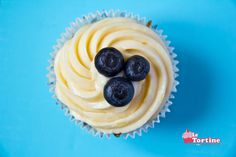 lemon & blueberry cupcakes - http://letortine.blogspot.it/2013/05/cupcakes-limone-e-mirtilli.html