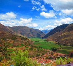 Vallée sacrée des Incas en saison humide, Pérou#La vallée sacrée des Incas part de Pisac et suit le cours de la rivière Urubamba jusqu'à Ollantaytambo. On visite plusieurs sites et villes : Pisac, Urubamba, Ollantaytambo et Chinchero, un peu à l'écart. Prévoir au moins deux jours complets. On peut aussi aller d'Ollantaytambo en train jusqu'à Aguas Calientes (le Machu Pichu) et revenir ensuite à Cuzco.#http://urlz.fr/3it4#kimonawhim.com