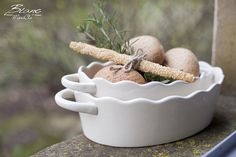 White ceramic baking dish set