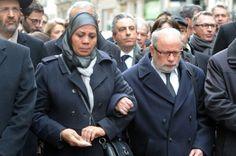 Symbole de ce besoin d'union contre la haine un an après les crimes de Merah, Samuel Sandler, père et grand-père de trois des victimes juives du tueur, donnait le bras à Latifa Ibn Ziaten, la mère du premier parachutiste tué, lors de la marche blanche dimanche à Toulouse.