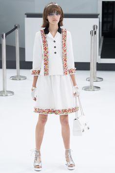 Chanel Spring 2016 Ready-to-Wear Fashion Show - Peyton Knight