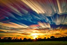 Impresionante efecto! - Photo stacking Technique makes clouds look like brush stokes in the saky By Matt Molloy