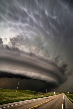 Tornado weather - A vertical shot of the monster HP supercell that pummeled the open range north of Burwell, Nebraska, June This storm had several rain-wrapped tornadoes earlier in the storm's lifecycle. Image Nature, All Nature, Science And Nature, Nature Photos, Natural Phenomena, Natural Disasters, Beautiful Sky, Beautiful Places, Wild Weather