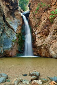 PASADENA, CA: Eaton Canyon Hiking Trail  I want to go back...one of the best hiking trails