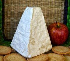 En Palacios del Pan, se ubica Hircus, la quesería que ha arrasado en los Premios Artesanos Alimentarios 2014. Su sabrosa pirámide de leche de cabra es desde ayer Mejor Queso de Cabra, Mejor Imagen de Producto y Mejor Producto Tierra de Sabor… además de ser uno de los quesos mejor valorados