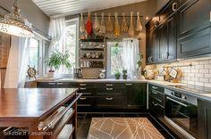Dark kitchen / Tummasävyinen keittiö