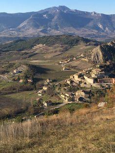Le vieux village d'Aurel en fin d'automne