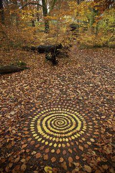 37 Trendy Ideas For Nature Mandalas Art Andy Goldsworthy Land Art, Mandala Nature, Mandala Art, Mandala Drawing, Art Et Nature, Nature Crafts, Nature Artists, Nature Artwork, Art Environnemental
