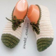 Birinin kalbinde değilseniz, Yanında olmanız hiç bir şey ifade etmez. Kalbindeyseniz de ayrı olmanızın hiç önemi yoktur.! ~ Diamon Eros Crochet Shoes, Crochet Slippers, Crochet Ripple, Piercings, Moda Emo, Baby Dolls, Knitted Hats, Diy And Crafts, Knitting