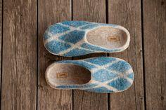 Beige Gefilzte wolle Hausschuhe Türkis kariert Unisex: Startseite Schuhe eine Diamant gestalten wolle Clogs blaugrün Dekor Männer Schuhe - kundenspezifisch konfektioniert Haus Ich habe Beige Schafwolle und Merinowolle Türkis um zu machen   Dieser Artikel wird auf Bestellung in Handarbeit hergestellt und versandfertig in 10 Tagen nach dem Kauf. Die Hausschuhe können in jeder Größe und Farbe gemacht werden. Schreiben Sie mir bitte vor dem Kauf um Farben und Größe zu besprechen.  Hausschuhe…