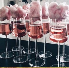 15 originelle Ideen für den Sektempfang - Hochzeitskiste You are in the right place about alcholic Drinks Here we offer you the most beautiful pictures about the Drinks alcool you are looking for. Sweet Sixteen, Pink Parties, Sweet 16 Parties, Bridal Parties, Summer Parties, Wedding Boxes, Wedding Ideas, Cotton Candy Champagne, Cotton Candy Drinks