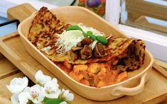 Zemiakové placky plnené kuracím soté - recept | Varecha.sk Tacos, Pizza, Mexican, Treats, Ethnic Recipes, Food, Sweet Like Candy, Goodies, Essen