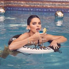 Kendall Jenner Icons, Kendall Jenner Photoshoot, Kendall Jenner Outfits, Kardashian Style, Kardashian Jenner, Toned Abs, Sarah Jessica Parker, Photography Editing, Carrie Bradshaw