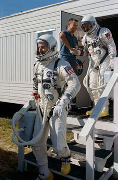 File:Gemini 12 Aldrin and Lovell walkout.jpg