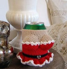 Halager: DIY - Canned Cover with Costumes Crochet Coffee Cozy, Crochet Cozy, Crochet Towel, Crochet Gifts, Yarn Crafts, Diy And Crafts, Crochet Projects, Sewing Projects, Crochet Decoration