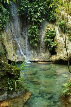 Izabal, Guatemala. Siete altares