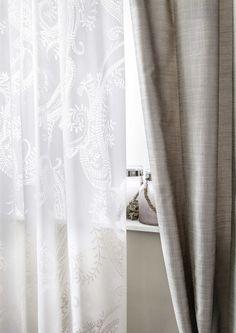 Traditionelles Paisely trifft minimalistische Einrichtung. #store #gardine #5400chic #paisley #SONNHAUS Paisley, Curtains, Home Decor, Minimalist Interior, Minimalist Home, Sheer Curtains, Blinds, Decoration Home, Room Decor