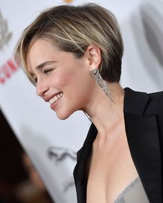 Today we have the most stylish 86 Cute Short Pixie Haircuts. We claim that you have never seen such elegant and eye-catching short hairstyles before. Pixie haircut, of course, offers a lot of options for the hair of the ladies'… Continue Reading → Wedding Hairstyles Short Hair, Short Hairstyles For Thick Hair, Short Pixie Haircuts, Hairstyles With Bangs, Curly Hair Styles, Haircut Short, Easy Hairstyles, Female Hairstyles, Stylish Hairstyles