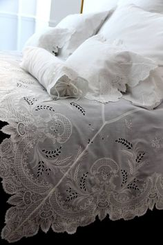 French bed linen - D. Linen Bedding, Bedding Sets, Shabby Bedroom, Linens And Lace, Fine Linens, Beautiful Bedrooms, Soft Furnishings, Luxury Homes, Bed Pillows
