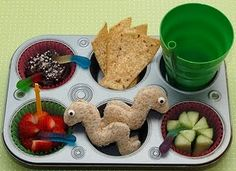 If I was a kid, I would want my mom to make me this every day! How freakin cool! Worm sandwich!