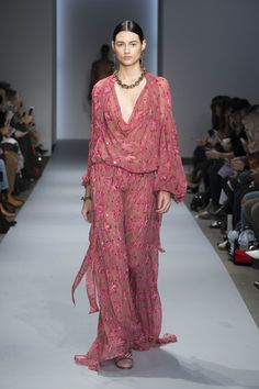 The complete Zimmermann Fall 2016 Ready-to-Wear fashion show now on Vogue Runway. Fall Fashion 2016, Autumn Fashion, Phresh Out The Runway, High Fashion, Fashion Show, Australian Fashion Designers, Layered Fashion, Online Fashion Stores, Chic Dress