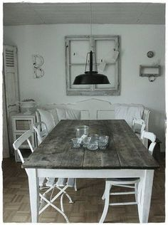 Chic Kitchen Remodel Shabby chic table and chairs diy dining rooms Ideas Shabby Chic Kitchen Table, Shabby Chic Table And Chairs, Shabby Chic Farmhouse, Rustic Kitchen, Kitchen Decor, Kitchen Tables, Farmhouse Furniture, Farmhouse Table, Shabby Chic Furniture