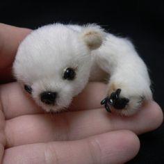 super cute polar bear pattern by Tatiana Scalozub Baby Polar Bears, Bear Pictures, Warm Fuzzies, Cute Creatures, Cute Baby Animals, Puppy Love, Fur Babies, Teddy Bear, Puppies