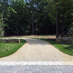 Long Driveway Gravel Ideas With Paver Entrance Driveway Edging, Gravel Walkway, Gravel Landscaping, Driveway Ideas, Concrete Edging, Stone Edging, Landscape Design, Garden Design, Beach Cottage Exterior