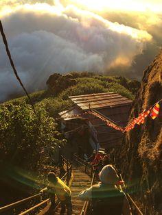 Adam's peak in Sri Lanka [640  640] Tomtomw97 http://ift.tt/2oeKc1w April 22 2017 at 04:38AMon reddit.com/r/ EarthPorn