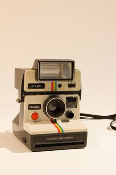 vintage camera Polaroid One Step land camera with Q-light and case by KiMonRandomWares on Etsy Polaroid One Step, Photo Polaroid, Vintage Polaroid Kamera, Vintage Cameras, Poloroid Camera Vintage, Polaroid Camera Case, Retro Camera, Dslr Nikon, Nikon D5200
